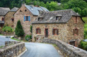 une maison en village sans jardin